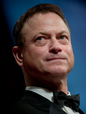 Actor Gary Sinise addresses the audience after receiving the Spirit of the USO Award Oct. 7, 2009, at the 2009 USO Gala at the Marriott Wardman Park in Washington, D.C.