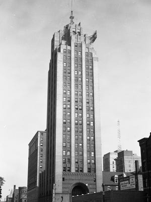 The Michigan National Bank tower as seen in the early to mid-1950s.