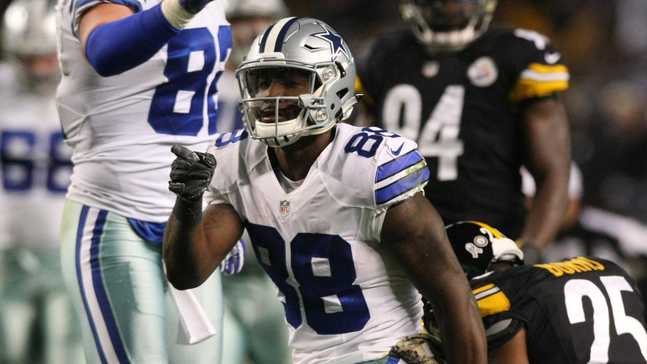 Dez Bryant plays one day after death of his father
