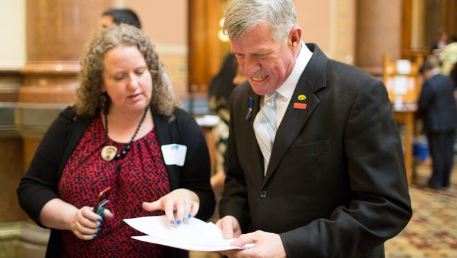 Louisa Dykstra, candidate for the Des Moines School Board, and State Sen. Brad Zaun discuss an issue at the State Capitol.