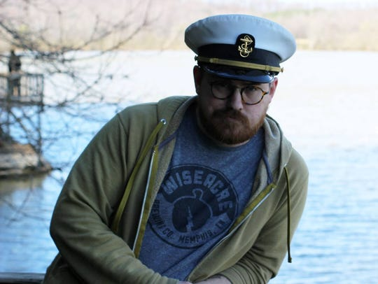 Adeem Bingham aka Captain Redbeard performs at Señor