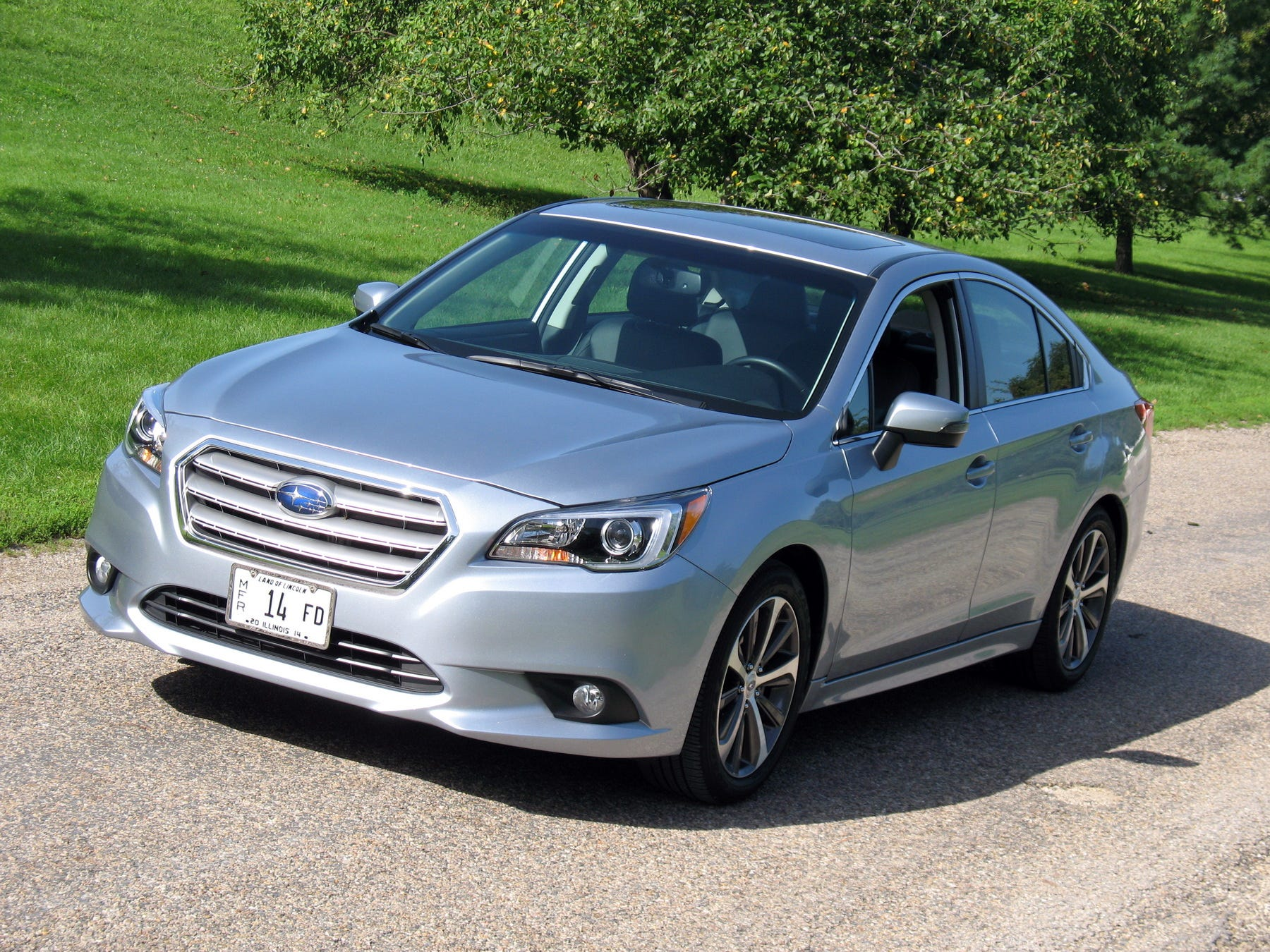 Subaru Legacy: Cargo area cover (if equipped)