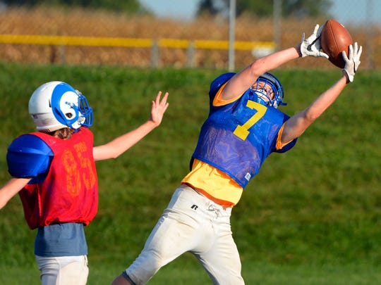Wyatt Cairns (7) makes a leaping catch as Kennard-Dale