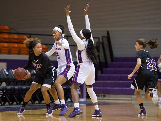 LSUA's Alexis Harris (4) looks for an open teammate