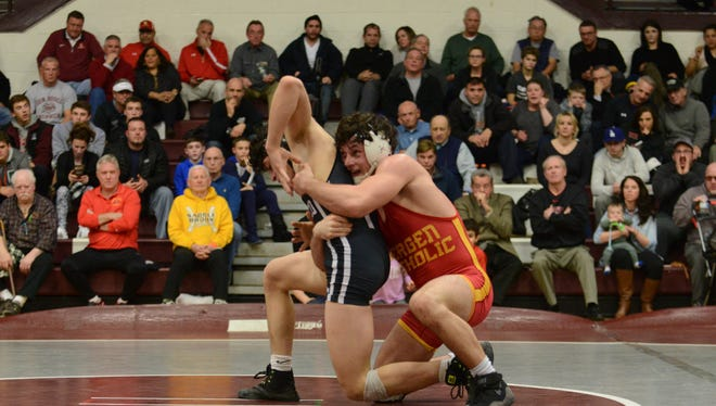 Bergen Catholic's Wade Unger, right, takes on Don Bosco's Evan DeLuise, in the 145-pound weight class.