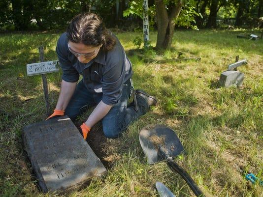 Pet-Cemetery-01