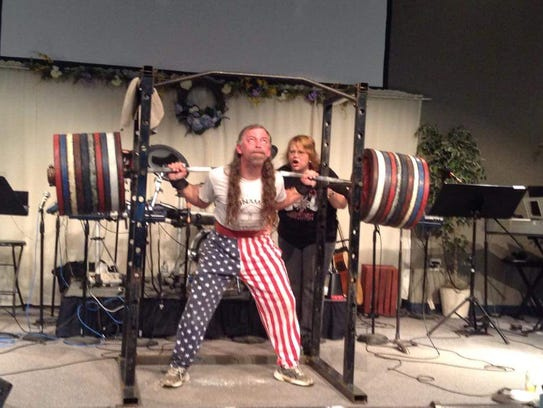 Ewoldsen lifting 1,000 pounds during one of the Dunamos