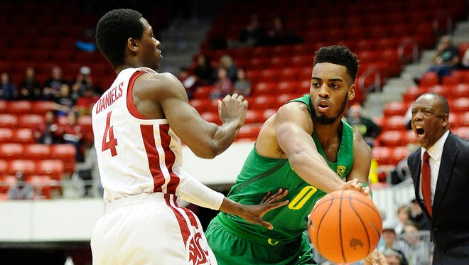 Mar 1, 2018; Pullman, WA, USA; Oregon Ducks forward Troy Brown (0) passes the basketball around Washington State Cougars guard Viont'e Daniels (4) during the first half at Friel Court at Beasley Coliseum. Mandatory Credit: James Snook-USA TODAY Sports