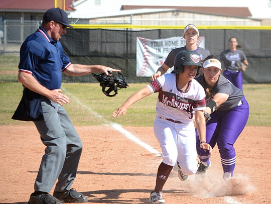 Hardin-Simmons third baseman Rachel Dugan tags out