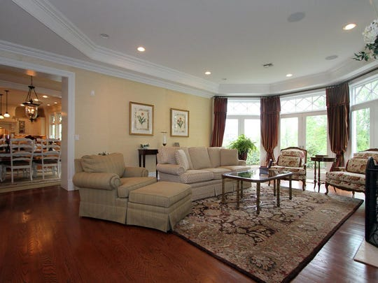 2 Harbor Drive Rumson NJ 07760-large-009-Living Room-1500x1000-72dpi.jpg