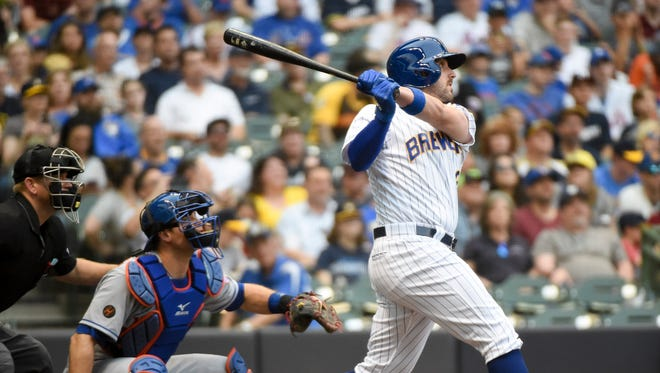 Travis Shaw smacks a homer to straightaway center field off Mets starter Noah Syndergaard to give the Brewers an early 1-0 lead Friday night.