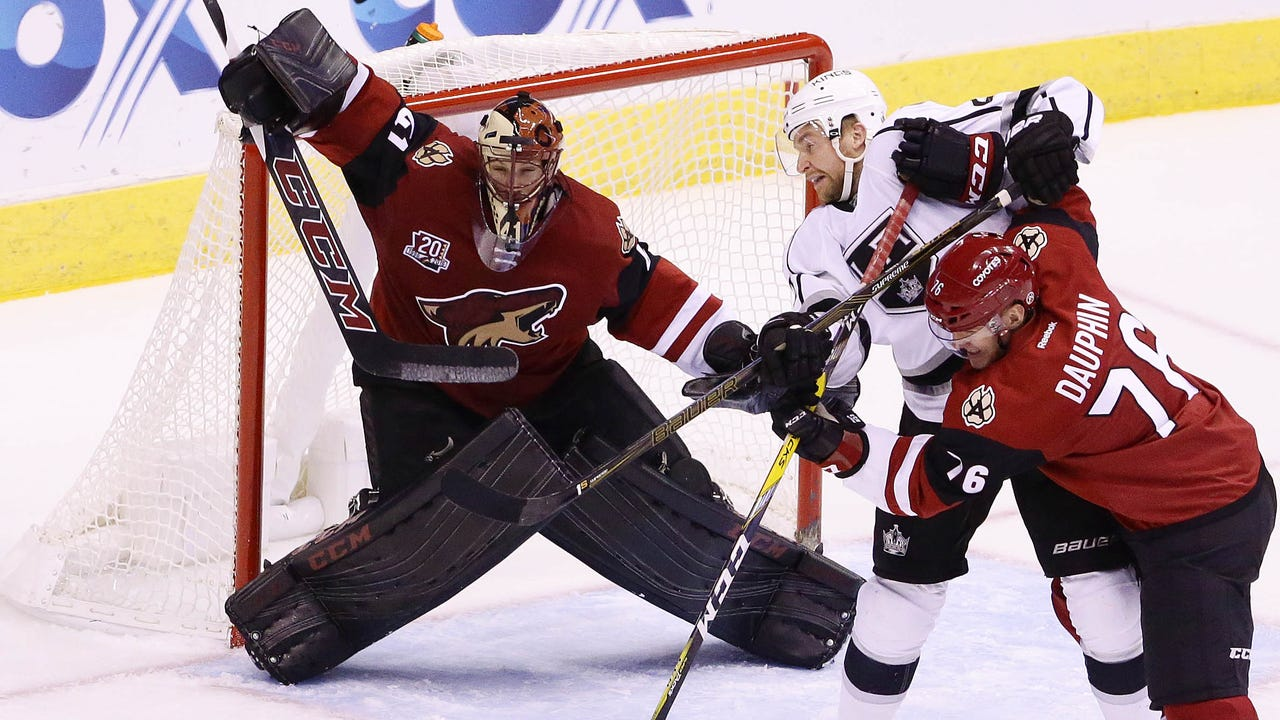 Coyotes insider Sarah McLellan looks at the plus and minus in the 4-3 loss to the Kings.