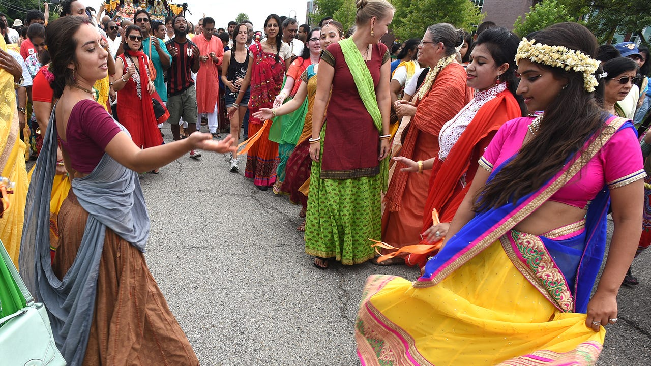 VIDEO - Novi's 2017 Festival of Chariots makes its way down Taft Road as hundreds of Hindus and guests pull its 30 foot-tall chariot and chant and sing.