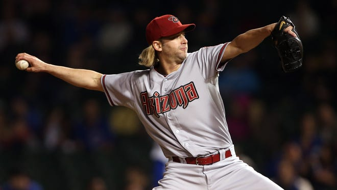 Arizona Diamondbacks starting pitcher Bronson Arroyo throws a pitch against the Chicago Cubs during the first inning at Wrigley Field on April 21, 2014.