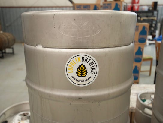 A quarter-barrel keg containing 7.75 gallons of beer