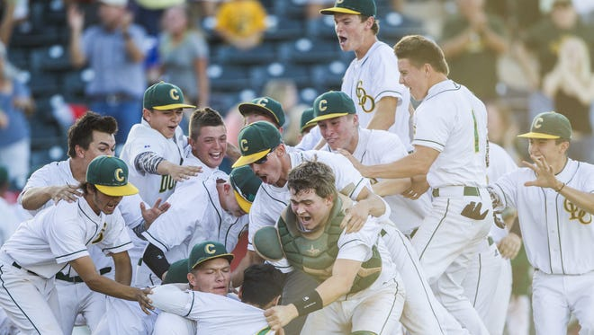 Canyon del Oro celebrates their D2 State Championship after beating Tucson 2-1 in at Tempe Diablo Stadium in Tempe, AZ on May 19, 2015.