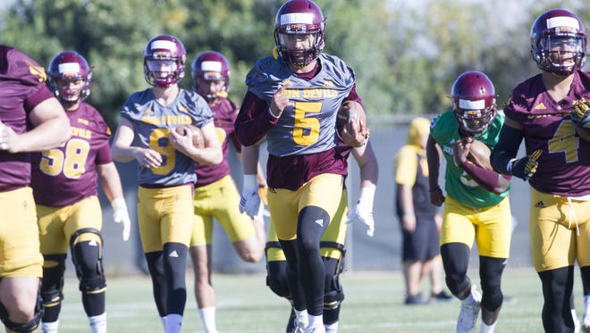QB Manny Wilkins (5) in center of ASU practice with his teammates during their spring practice at Kajikawa Practice Facility on Thursday, March 16, 2017.