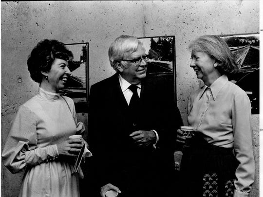 Joan and Allen Morris talk with Esther Mautz, wife of the chancellor of the state university system, at a 1973 reception. Allen Morris, the longtime Clerk of the House of Representatives, and Joan were married from 1966 until his death in 2002.