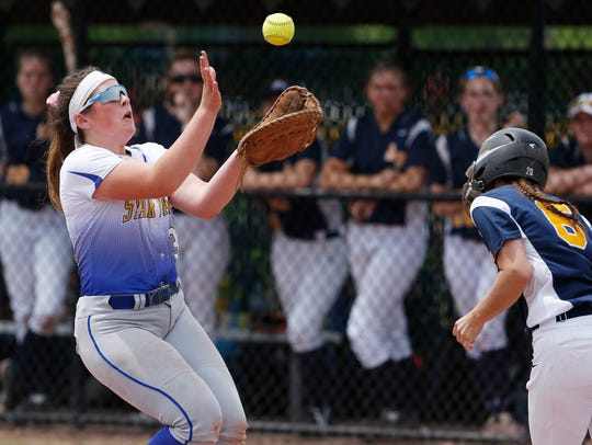 Maine Endwell's Amanda DeSantis catches a fly ball