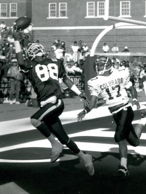 Former Harlem and Illini receiver Shawn Wax hauls in a touchdown pass in a win over eventual national champion Colorado.