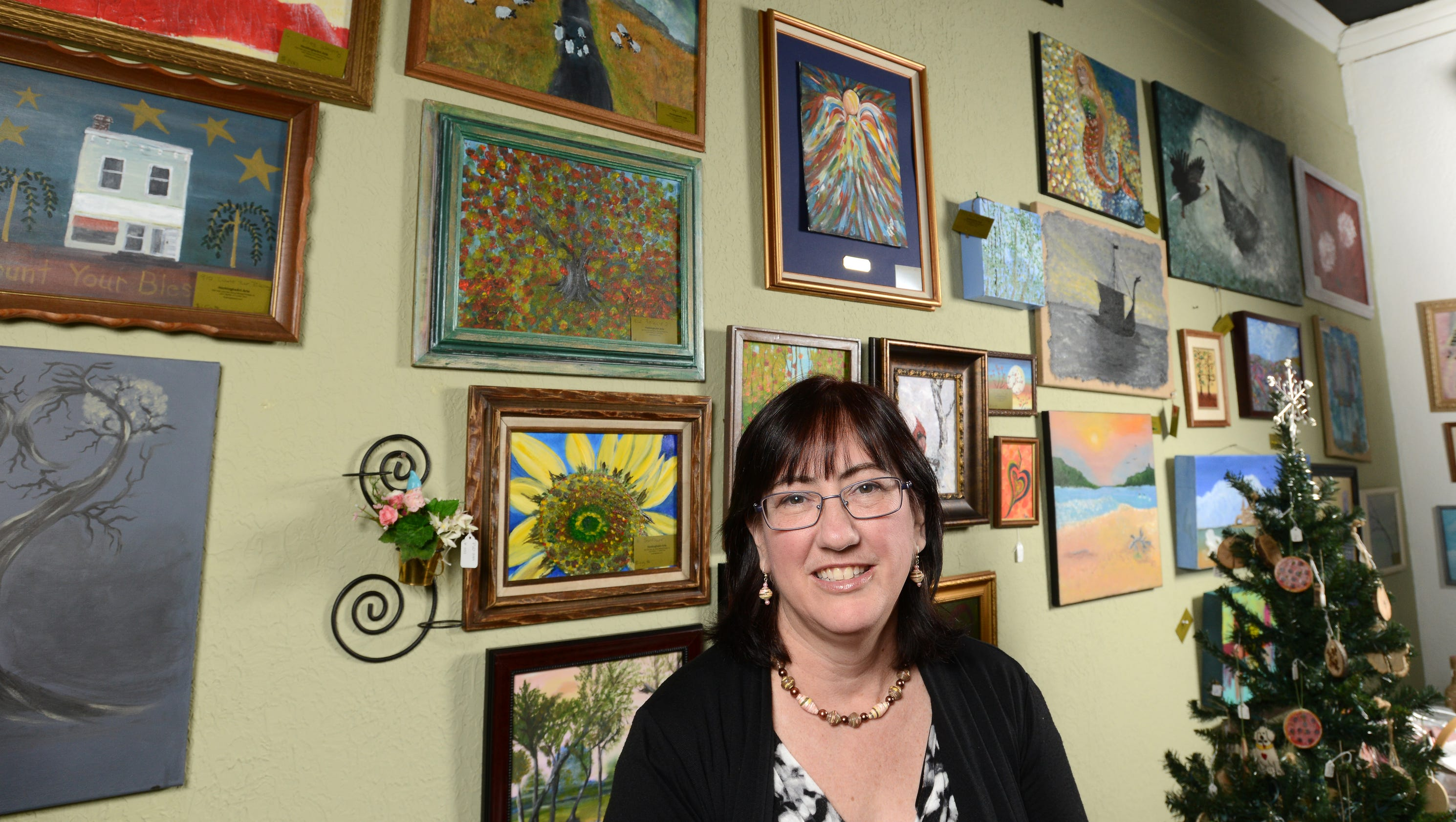 Arts and crafts store opens plans classes for Local arts and crafts stores