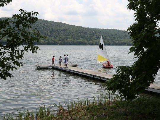Boating on Rockland Lake