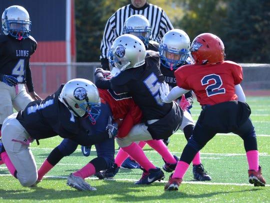 Teamwork by freshmen Lions Bralen Willis (1), Caleb