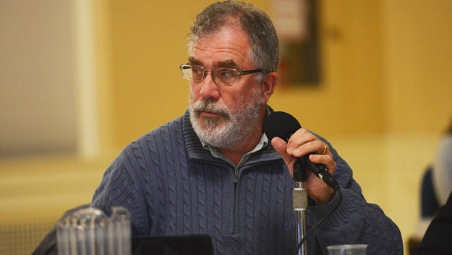 Burlington City Councilor Tom Ayres, D-Ward 7, recommended reissuing Zen Lounge entertainment permits while the state Department of Liquor Control completes an investigation into the club.