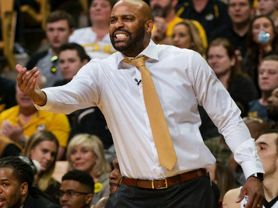Missouri head coach Cuonzo Martin shouts instructions to his team during the first half of an NCAA college basketball game against Arkansas, Saturday, March 3, 2018, in Columbia, Mo. (AP Photo/L.G. Patterson)