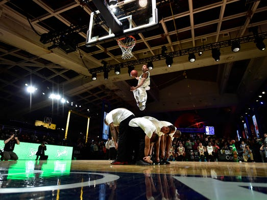 Stephen Curry dazzles in final to win three-point contest