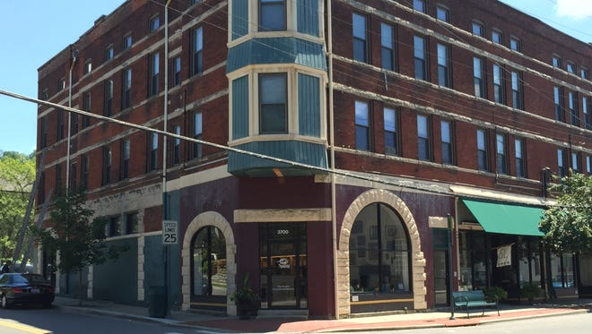The Velvet Cricket is an online auction and gallery that specializes in vintage and modern antiques, art and jewelry that recently opened in Columbia Tusculum.