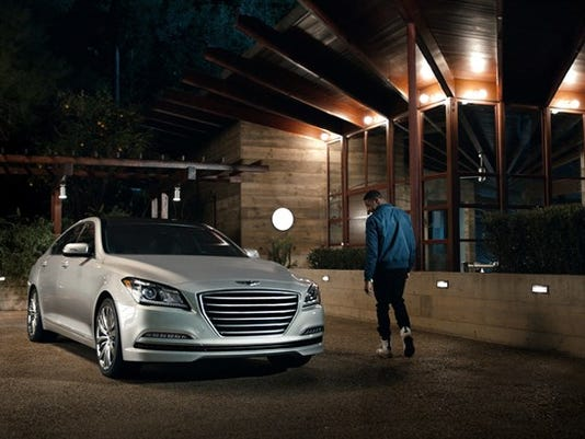635906083539650593-44871-First-Date-highlights-Hyundai-s-Blue-Link-Car-Finder-feature-on-the.jpg