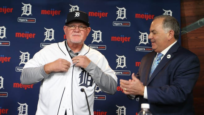 Ron Gardenhire, left, is introduced as the new Tigers manager, as GM Al Avila claps on Oct. 20, 2017 at Comerica Park in Detroit.