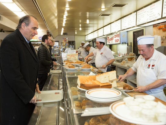 David Axelrod has lunch his favorite restaurant, Manny's,