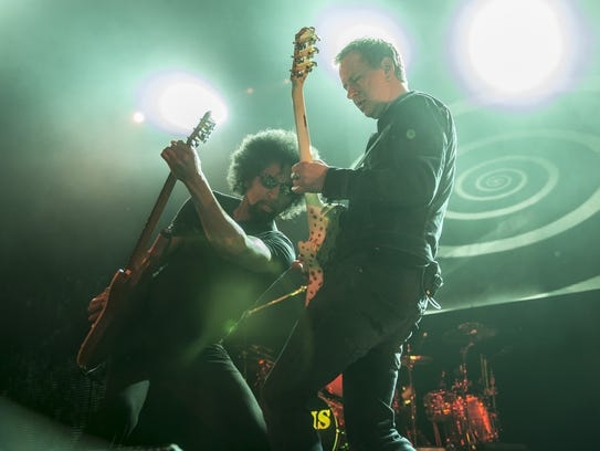 William DuVall and Jerry Cantrell  perform as Alice