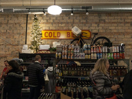 8 Degrees Plato Detroit is a beer store specializing