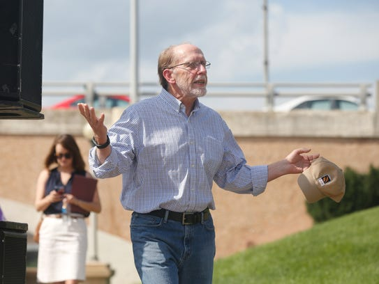 Congressman Dave Loebsack greets the public at the