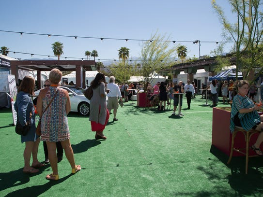 El Paseo fashion week guests enjoy food and drink offerings
