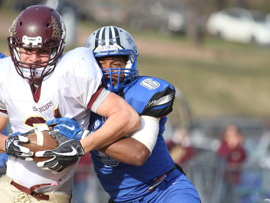 R.E. Lee's Patrick Cabell tackles Poquoson High School's