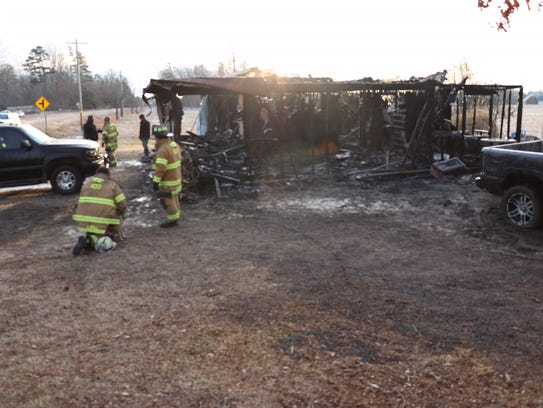 Fire takes family of four in Hardin County.
