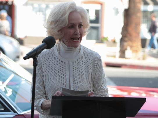 Nelda Linsk accepts her star on the Palm Springs Walk