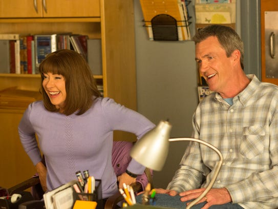Frankie Heck (Patricia Heaton) and her husband, Mike