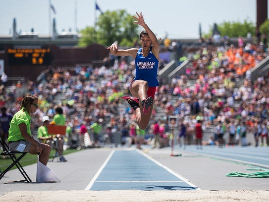 Darby Thomas, of Abraham Lincoln Council Bluffs, competes