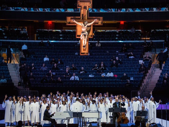 Pope addresses 20,000 at Madison Square Garden