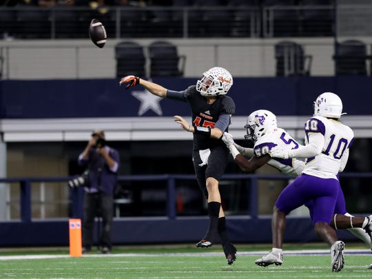 Refugio's Jared Kelley passes the ball against Mart during the Class 2A Division I state championship game Wednesday, Dec. 220, 2017, at the AT&T Stadium in Arlington.