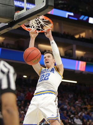 UCLA Bruins forward TJ Leaf (22) dunks the ball against the Cincinnati Bearcats during the second round of the 2017 NCAA tournament at Golden 1 Center.