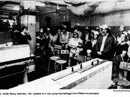Then-Kellogg Co. tour guide Nancy Sackrider explains how Corn Flakes are packaged during a 1980 tour of the Kellogg Co. plant in Battle Creek.
