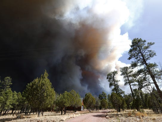 The Tinder Fire burns on the Mogolon Rim in the Coconino