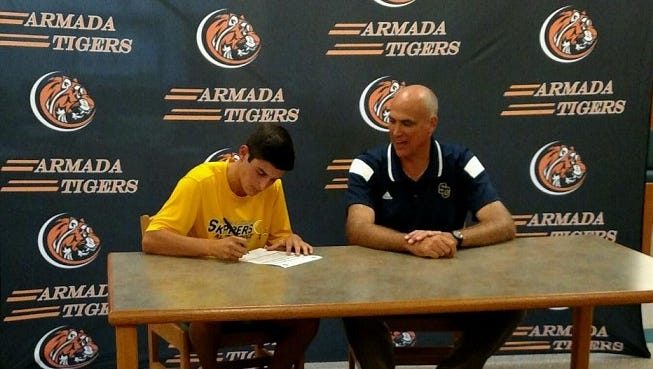Armada High School graduate Matt Hammer sits next to SC4 golf coach Dale Vos as he signs his letter-of-intent