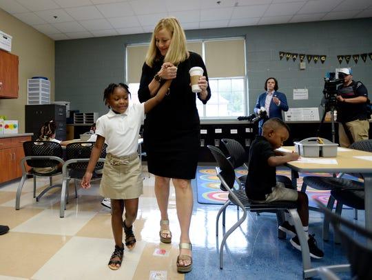 Nashville Mayor Megan Barry spends time with Kindergarten